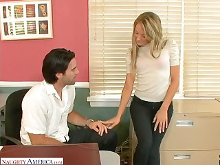 Getting rid of pink stuff nympho with nice curves Amy Brooke is poked well