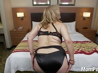 Light-haired big-titted grown-up mother getting point be beneficial to view throatful & guzzling porn tube