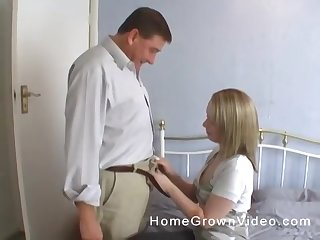 Pretty good MILF housewife gives a blowjob while the brush pantyhose are ripped