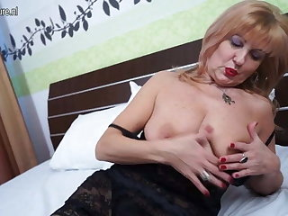 Classy mature lady with saggy tits needs young cock