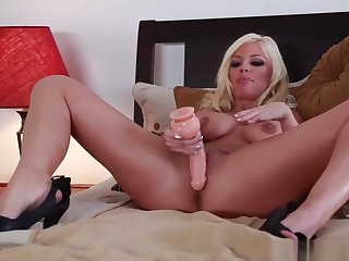 Solo Blondie Fingering Her Hole