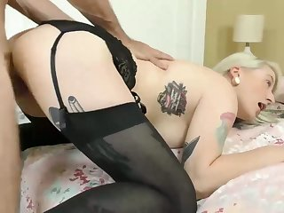 Smoking hot bosomy blonde Hadley Haze goes wild on hard big dick
