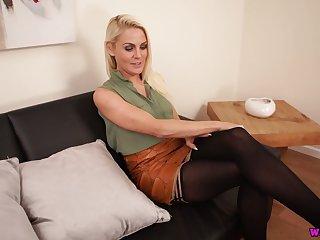 Hot blond chick Fergie is masturbating her yummy sex starved muff
