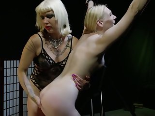 Horny fingering and wild ass slapping with voracious bitch Goddess Starla