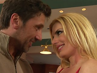 Raunchy Blond Hair Babe Mom Babe Gets Her Cunt N - darryl hanah