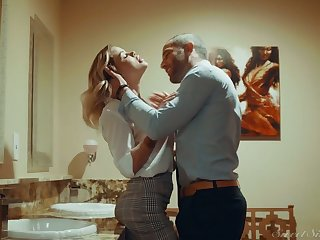 Blond hottie Jessa Rhodes is having crazy quickie with her BF in the bathroom
