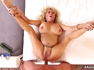Full-Breasted Natural mother I´d like to fuck gets Ass Fuck Cream Pie
