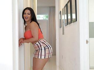 Rose Monroe adores when her friend cum on her butt after hard sex
