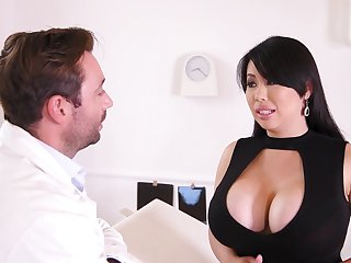 Buxom MILF Tigerr Benson Hardcore Sex In Hospital