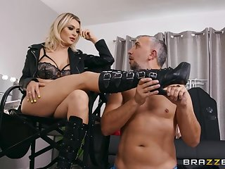 Keiran Lee fucked Natalia Starr in the dressing room