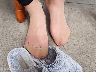 Feet in the Heat