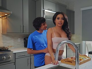 Aaliyah Hadid treats stepmom Alura TNT Jenson to a Mother's Day treat