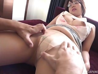Asian girl Akase Shouko spreads her legs to be fucked balls deep