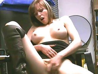 Amateur girl Holly Kiss enjoys pleasuring her orgasmic pussy