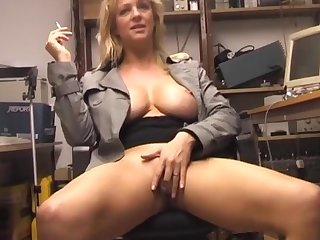 Solo hottie Starr loves rubbing her tight pussy on the chair