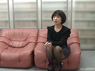 Seductive Asian amateur Mizuhara Ran gets fucked in missionary