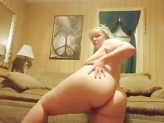 Thick pawg strip tease